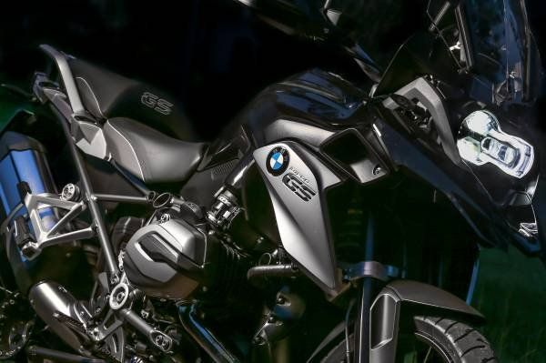 BMW R 1200 GS Triple Black_vista laterale_MilanoPlatinum