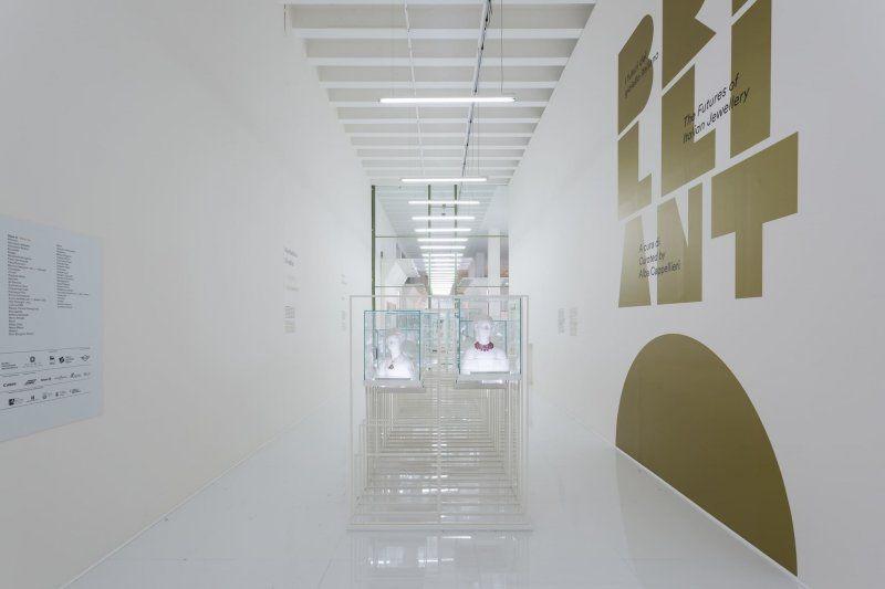 Brilliant! I futuri del gioiello italiano alla Triennale di Milano_sala mostra_MilanoPlatinum