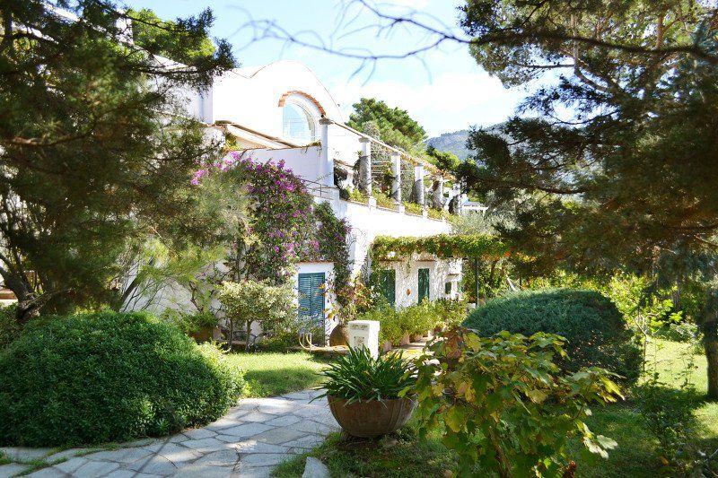 Capri, case da sogno_villa anacapri_esterno_MilanoPlatinum