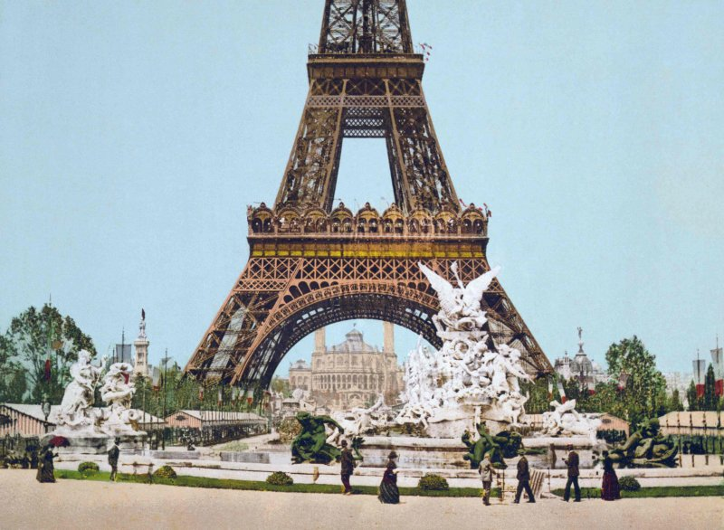 Eiffel_Tower_and_fountain_1889