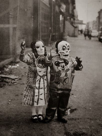 """Al Teatro Out Off debutta """"Giro di vite"""" di Henry James_bambini-mascherati_MilanoPlatinum"""