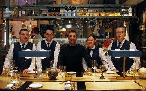 Langosteria Cafè Milano: il nuovo concept apre in riva al Duomo_Enrico Buonumore e Staff_MilanoPlatinum