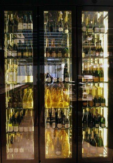 Langosteria Cafè Milano: il nuovo concept apre in riva al Duomo_Cantina_MilanoPlatinum