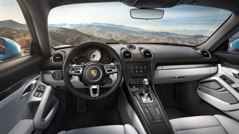 Porsche 718 Cayman Una sportiva coupé con motore centrale_interni_MilanoPlatinum