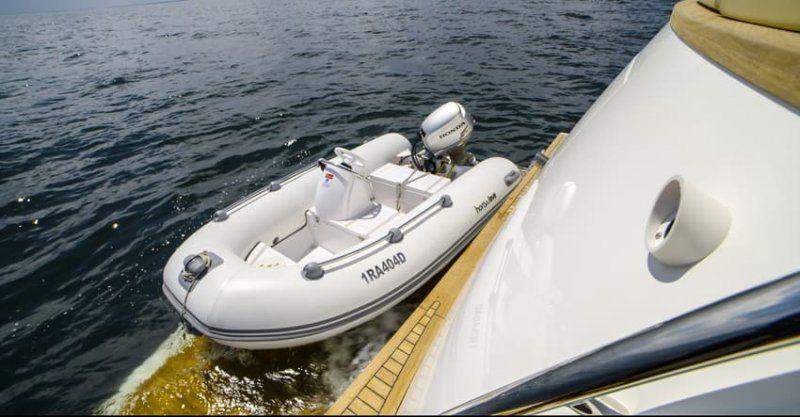 Cantieri Estensi lancia 535 Maine, il trawler per tutta la famiglia classico ma innovativo_tender_MilanoPlatinum