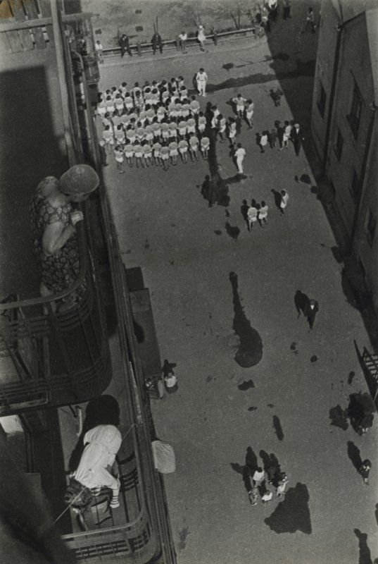 Aleksandr Rodčenko in mostra al LAC.foto_Rodchenko. People Gathering to Take Part in a Demonstration, 1928_MilanoPlatinum
