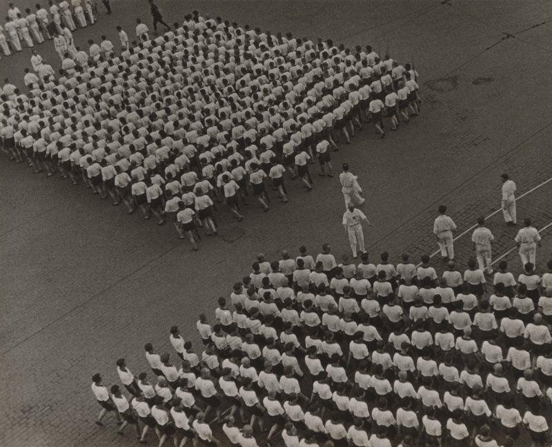 Aleksandr Rodčenko in mostra al LAC_foto_Rodchenko, Column of the Dynamo Sports Society, 1932_MilanoPlatinum