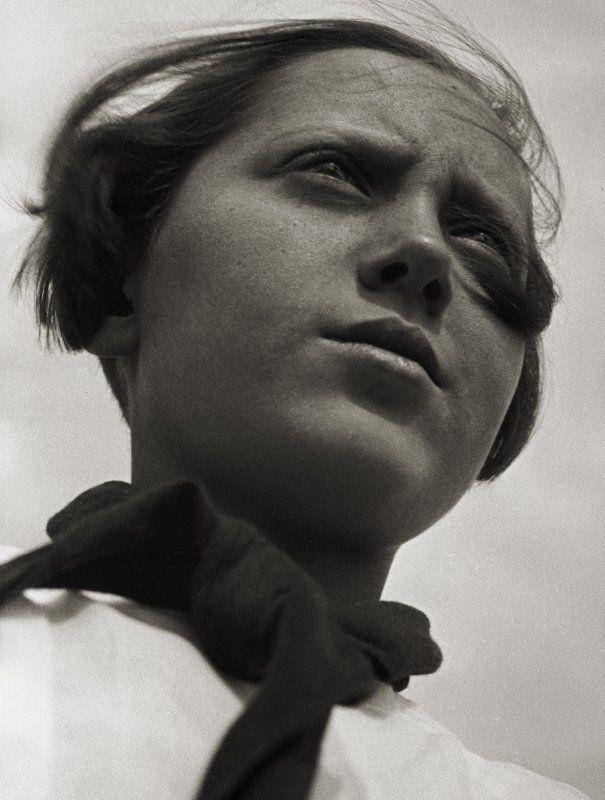 Aleksandr Rodčenko in mostra al LAC_foto_Rodchenko, Pioneer Girl, 1930_MilanoPlatinum