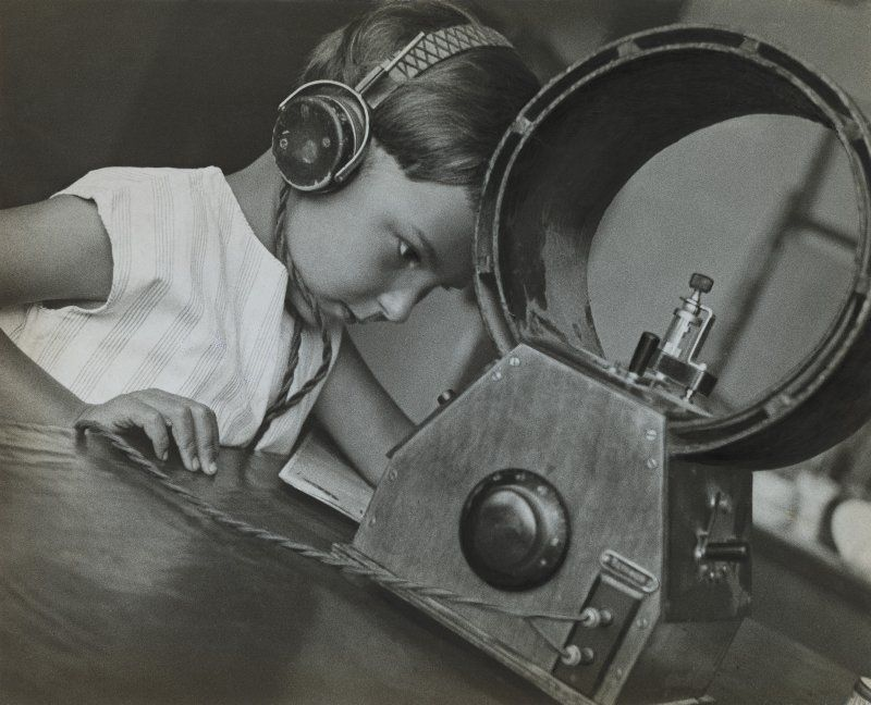 Aleksandr Rodčenko in mostra al LAC_foto_Rodchenko, Radio-listener, 1929_MilanoPlatinum