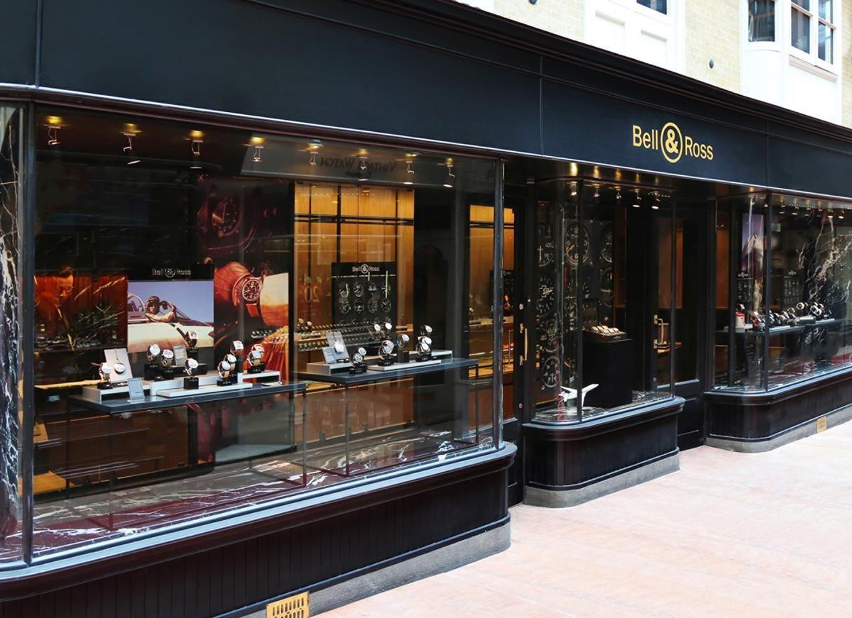 A Londra, la prima boutique Bell&Ross_street_MilanoPlatinum