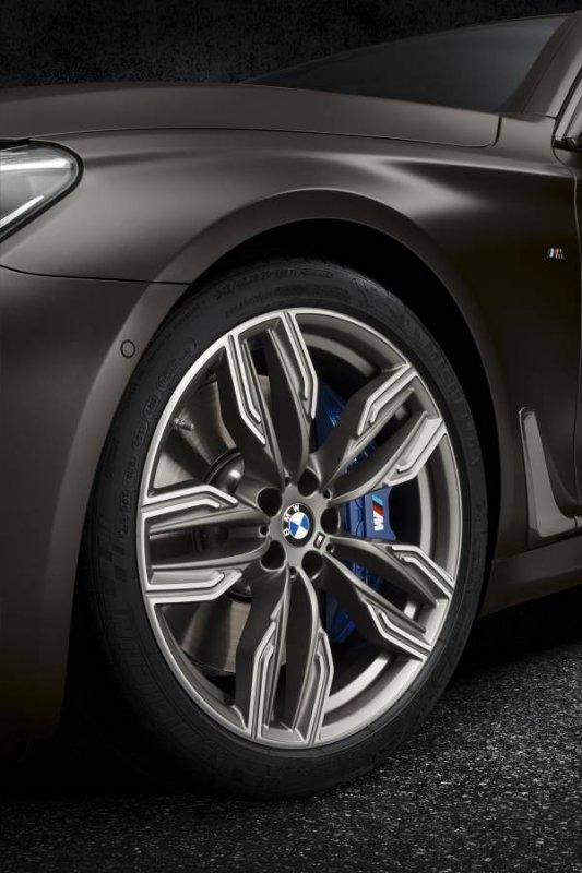 La nuova BMW M760Li xDrive_dettaglio cerchione_MilanoPlatinum