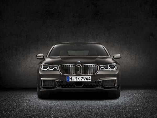 La nuova BMW M760Li xDrive_frontale_MilanoPlatinum