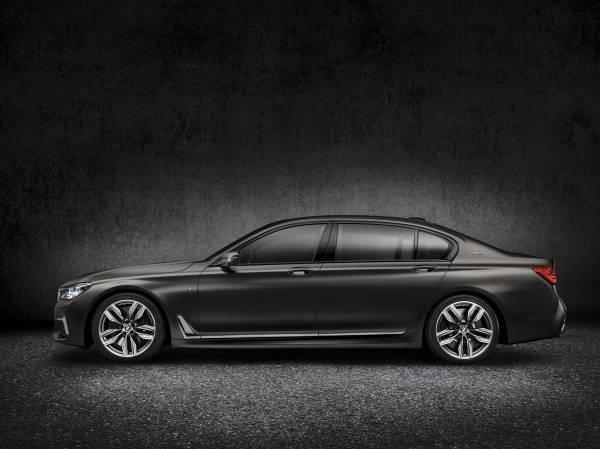 La nuova BMW M760Li xDrive_lato_MilanoPlatinum