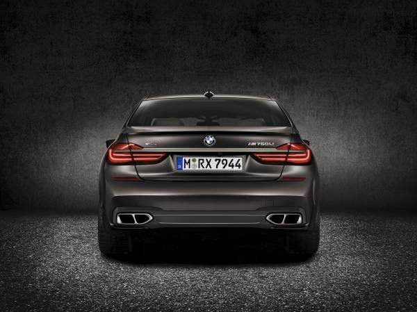La nuova BMW M760Li xDrive_posteriore_MilanoPlatinum