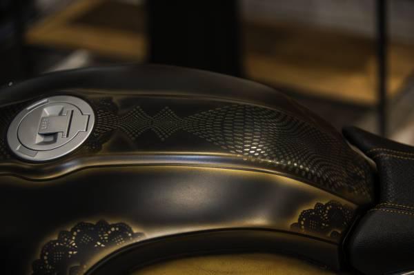 BMW R ninet, una livrea dal design particolare_serbatoio_MilanoPlatinum