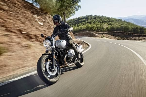 La nuova BMW R nineT Scrambler_strada_MilanoPlatinum
