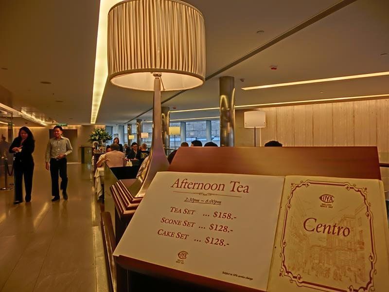 Caffè Cova Hong Kong - By Eakzowuweb (Own work) [CC BY-SA 3.0 via Wikimedia Commons]