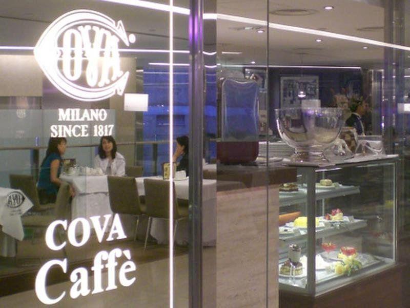 Caffè Cove Honk Kong - By Mamfoohom (Own work) [CC BY-SA 3.0 via Wikimedia Commons]