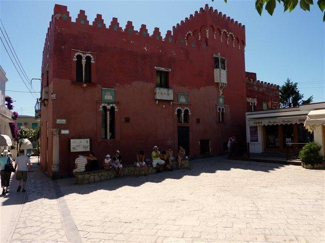 Case dei pazzi_casa rossa_Capri_MilanoPlatinum