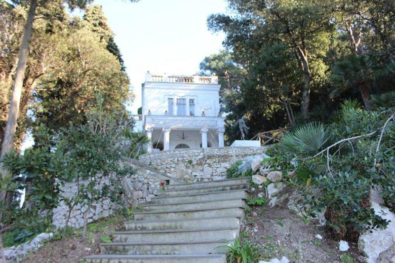 Case dei pazzi_villa lysis_vista_Capri_MilanoPlatinum
