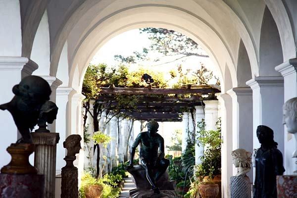 Case dei pazzi_villa san michele_statue_Capri_MilanoPlatinum