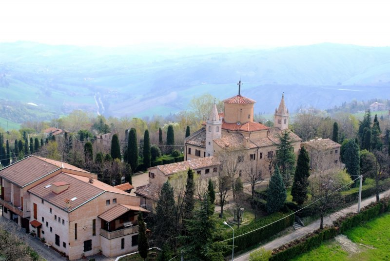 Castelvetro-di-Modena_Santuario-di-Puianello