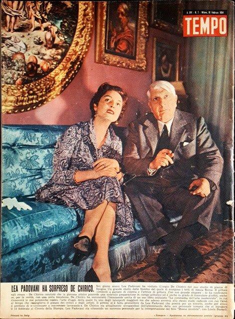 Giorgio de Chirico insieme all'attrice Lea Padovani nella quarta di copertina di Tempo; n.7; 1954