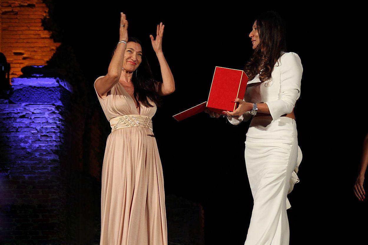 Fashion sì, ma sostenibile. Elisabetta Franchi riceve il Premio Moda e Sociale_taormina_MilanoPlatinum