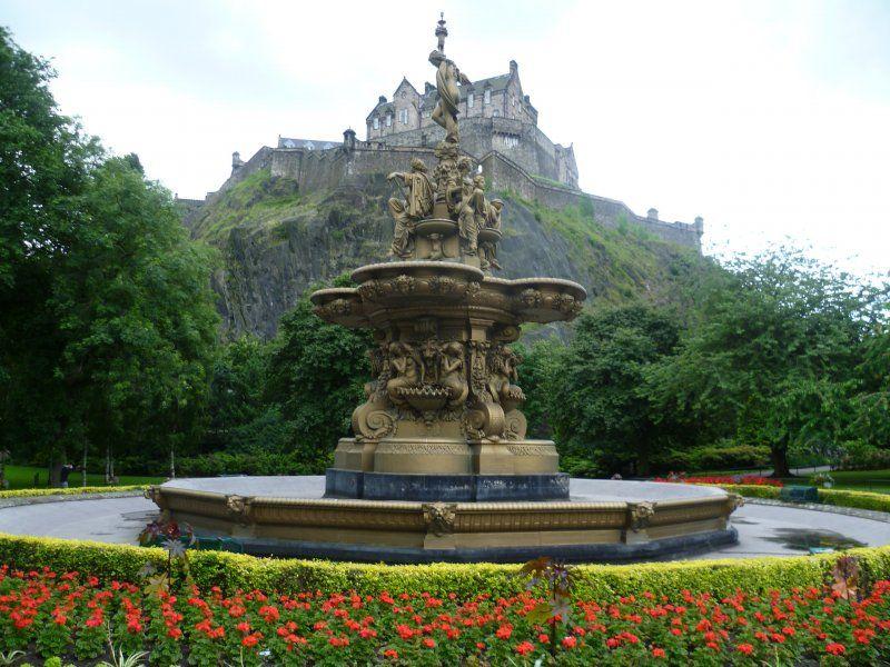 Ross Fountain, Edinburgh, an exihibit at Expo 1862 By Kim Traynor (Own work) [CC BY-SA 3.0 via Wikimedia Commons]