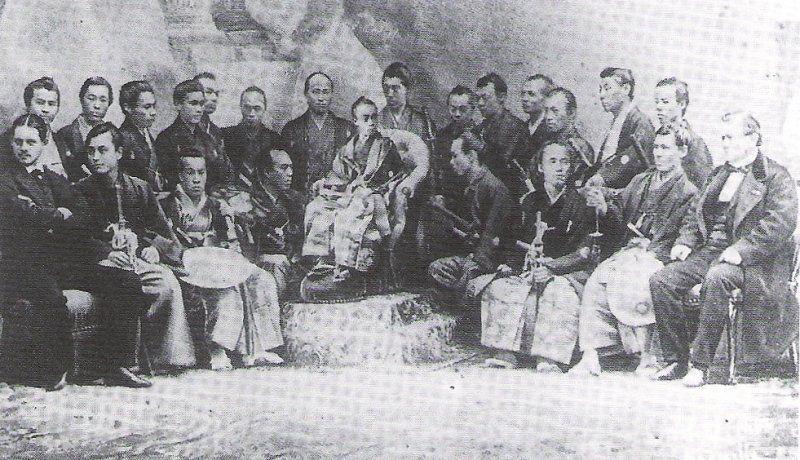 Expo 1867 Parigi - Japanese Delegation - [Public domain], via Wikimedia Commons