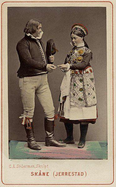 Expo 1873 Vienna, Costumi svedesi - By A.W. Eurenius & P.L. Quist SE-NM-7040 [Public domain], via Wikimedia Commons