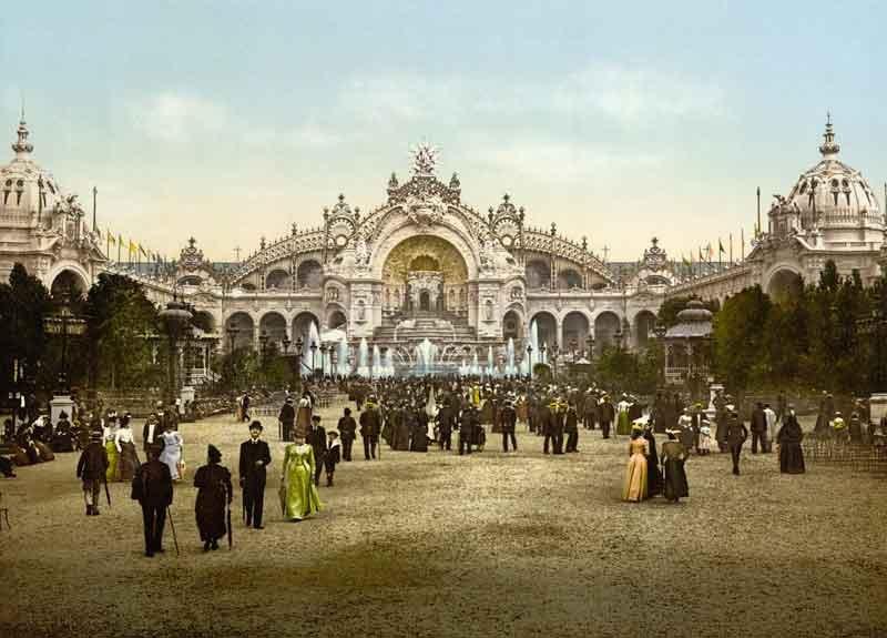 Le_Chateau_d'eau_and_plaza_Library-of-Congress_[Public-domain],-via-Wikimedia-Commons