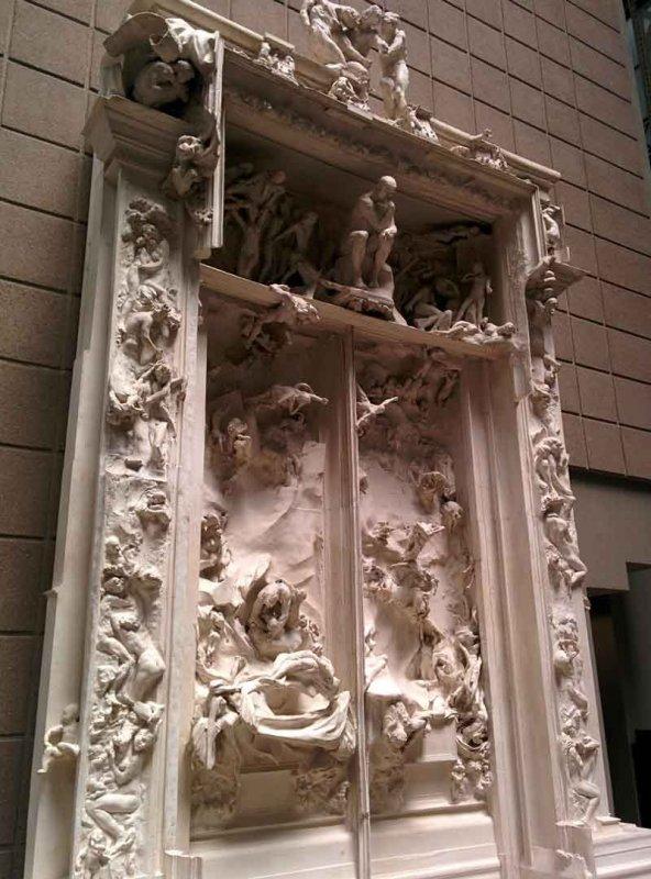 Porte_de_l'Enfer_(Auguste_Rodin)_By-Skitzomania-(Own-work)-[CC-BY-SA-4.0],-via-Wikimedia-Commons