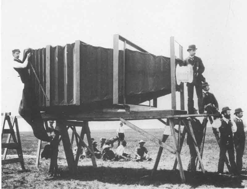 The_giant_camera_By-George-Raymond-Lawrence-[Public-domain],-via-Wikimedia-Commons
