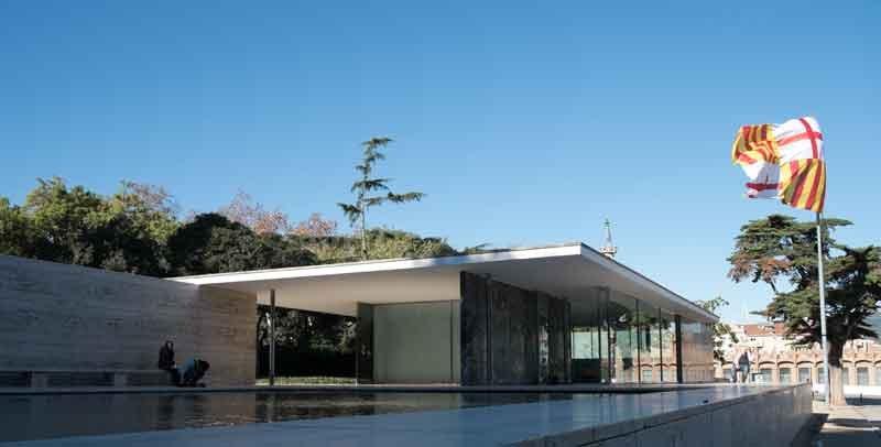 BCN_Mies_van_der_Rohe_Pavillon_©-Alice-Wiegand_via-Wikimedia-Commons