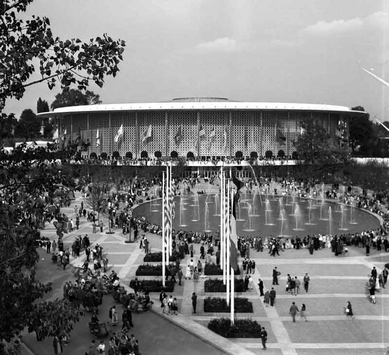Expo58_building_USA_By-Wouter-Hagens-(Own-work)-[GFDL-or-CC-BY-SA-3.0],-via-Wikimedia-Commons