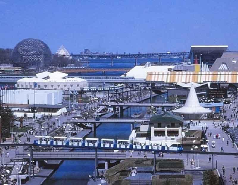 Expo_67,_île_Notre-Dame;_deux_rames_du_Minirail_et_l'Expo-Express_Par-Laurent-Bélanger-(Travail-personnel)-[CC-BY-SA-3.0],-via-Wikimedia-Commons