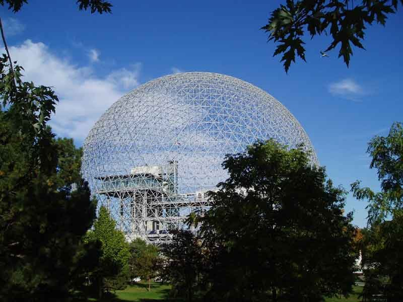 Mtl._Biosphere_in_Sept._2004_Eberhard-von-Nellenburg-de-de.wikipedia.org-[GFDL-ou-CC-BY-SA-3.0],-via-Wikimedia-Commons