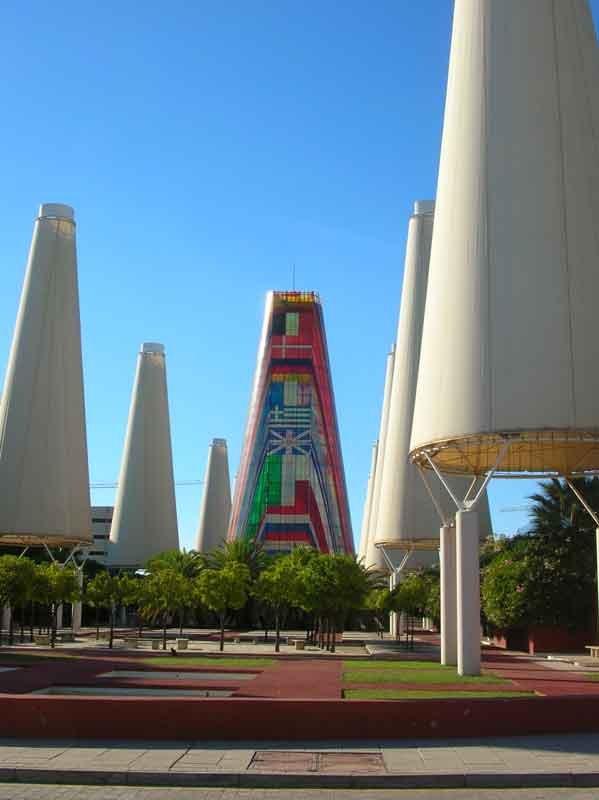 SIVIGLIA-1992-Avenue_de_l'Europe_Expo_Séville_1992_By-Grez-(Own-work)-[GFDL-or-CC-BY-SA-3.0],-via-Wikimedia-Commons