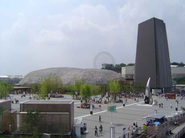Japan_Pavilion_Nagakute_and_EARTH_TOWER_NAGOYA_CITY_in_Expo_2005_I,-Genppy-[GFDL-o-CC-BY-SA-3.0],-via-Wikimedia-Commons