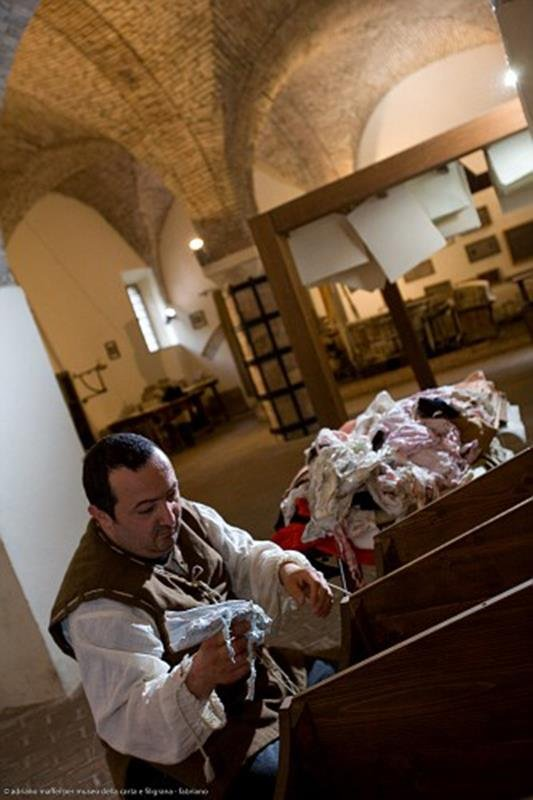 Museo della Carta di Fabriano - Scelta degli stracci