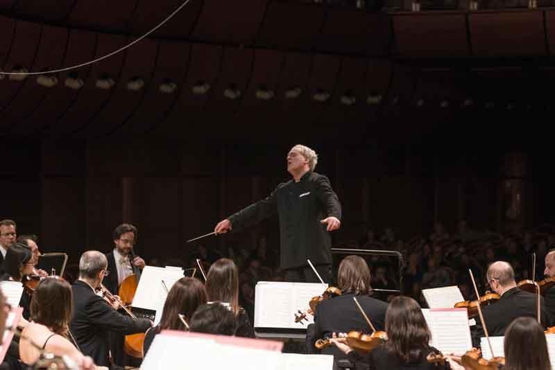 Patrick-Fournillier-dirige-laVerdi-con-Lusa-e-Sciortino-al-piano®StudioHanninen-0486