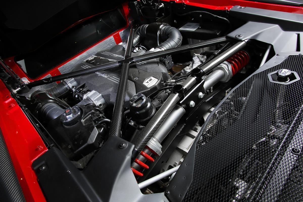 L'essenza di una super sportiva Lamborghini_engine_MilanoPlatinum