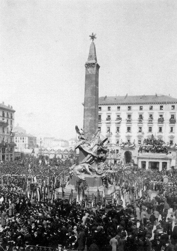 Inaugurazione del monumento di Giuseppe Grandi in piazza Cinque Giornate