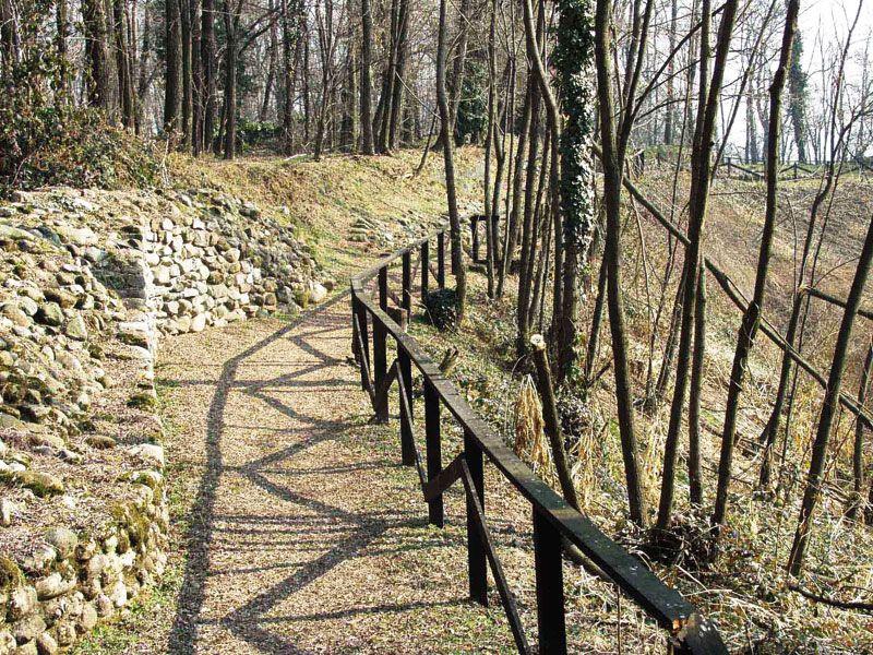 va-castelseprio-passeggiata-sulle-mura