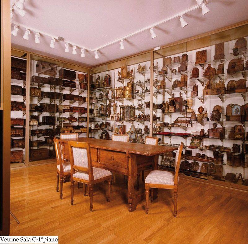 vetrine museo C 1° piano (t).JPG