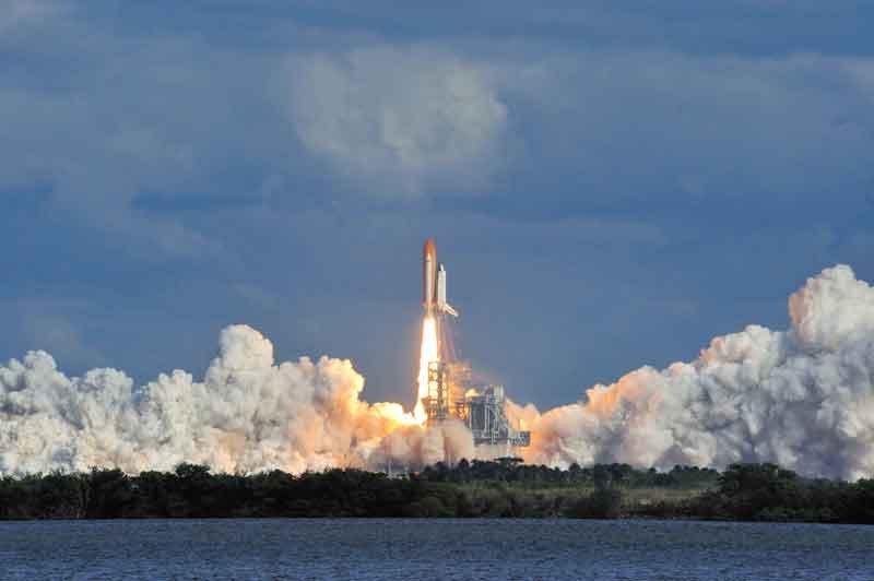 16.-NASA---A-Human-Adventure_Il lancio del Space Shuttle Photo courtesy of NASA