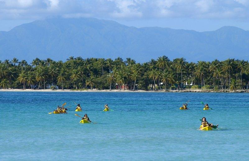 Antilles Françaises La Guadeloupe Grande Terre depuis la plage publique de St Anne, la pointe de la Caravelle