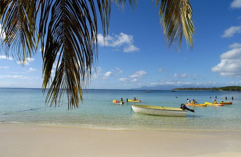 Antilles Françaises La Guadeloupe Grande Terre la plage de Sainte Anne et son club nautique