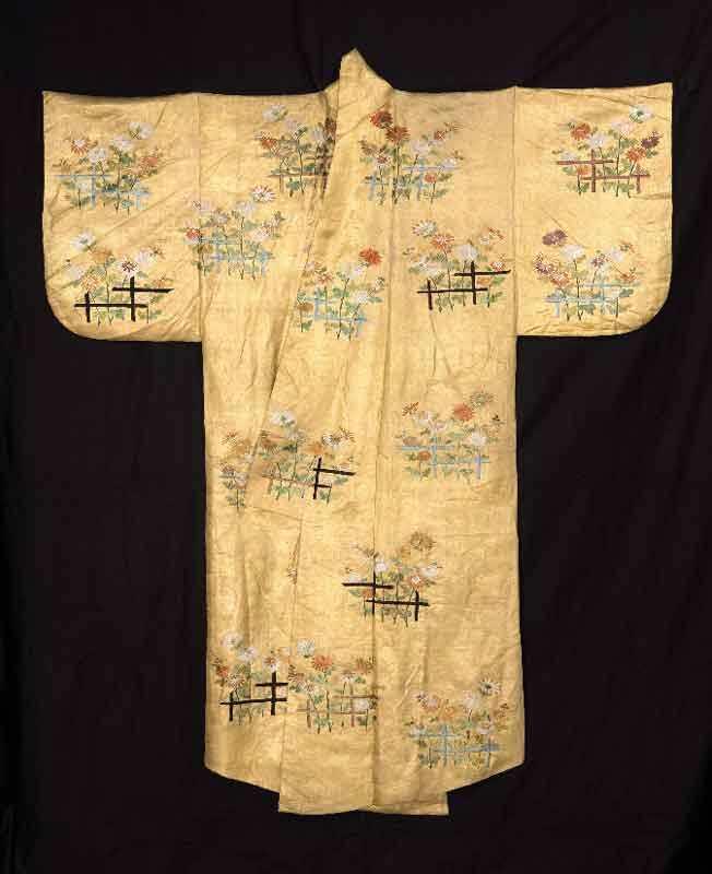 Manifattura giapponese Costume per il teatro No di tipo nuihaku Periodo Meiji (1868-1912), ca. 1870 Seta, ricamo Coll. G.B. Lucini Passalacqua – Museo delle Culture, Milano [G 958]